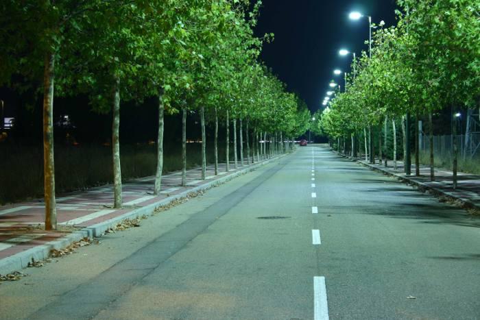 Calle Iluminada con Luminarias Led